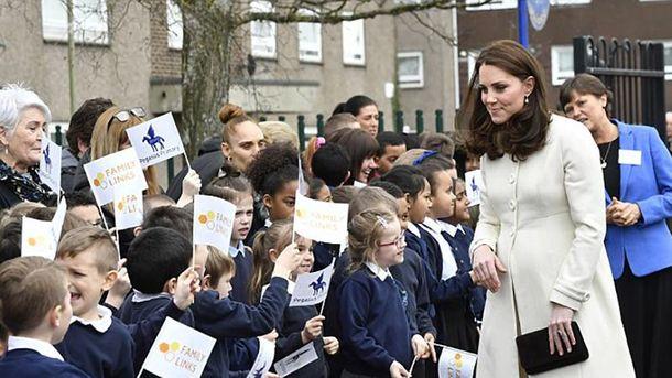 Кейт Миддлтон встретили вОксфорде воспитанники сцветами ифлажками