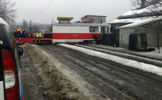 ВДонецке трамвай сошел срельсов ивъехал в дом