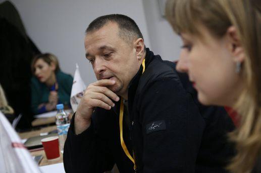 Били молотками поголове: вцентре Черновцов напали наактивиста