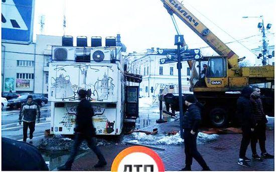В Киеве неизвестные разгромили киоски