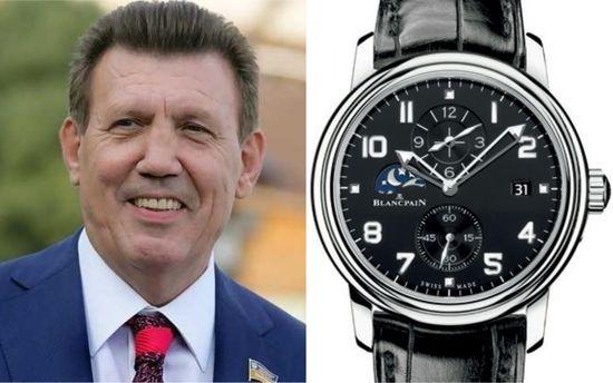 Ківалов засвітив у парламенті дорогий годинник