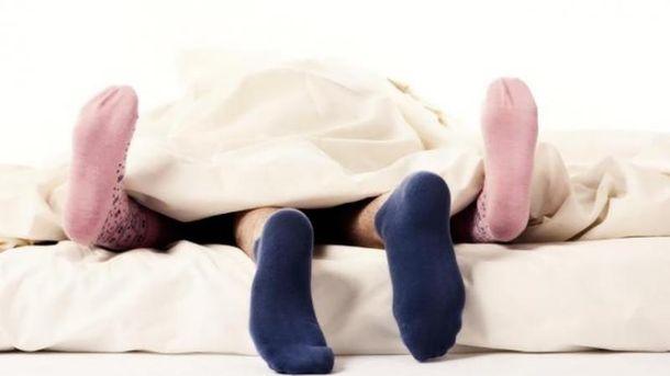 Почему мужчины, которые одевают носки на ночь, являются лучшими любовниками: объяснение ученых