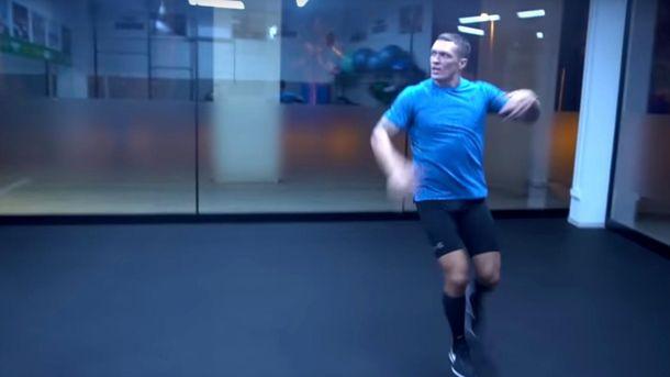 Усик запальними танцями під Лободу готується до бою з росіянином: кумедне відео