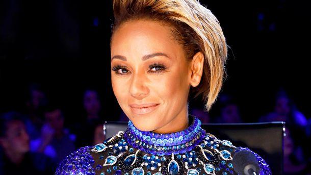 Звезда Spice Girls показала пикантное фото, где ей делают 5 косметических процедур одновременно