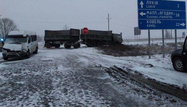 Вгосударстве Украина 19 населенных пунктов обесточено из-за обильного снегопада