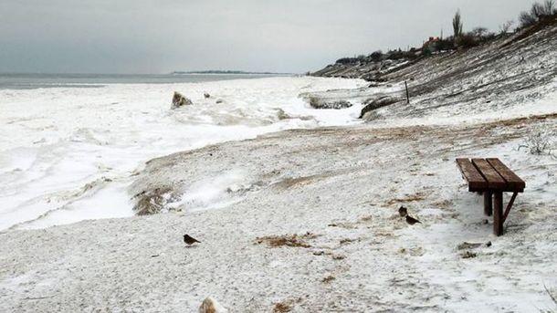 Крижані пляжі та неймовірні краєвиди: як виглядає Азовське море в березні