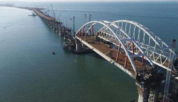 Російська влада хоче вже у травні відкрити Кримський міст