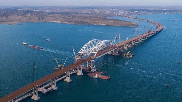 Що коїться на мосту в Криму: відео будівництва з висоти