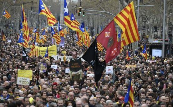 Каталонці вийшли намасові протести після затримання Пучдемона