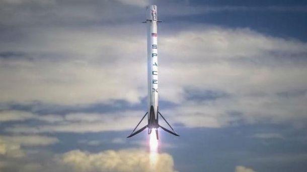 SpaceX запускає нову версію ракети Falcon 9 (трансляція)