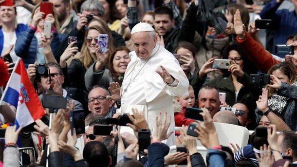 Папа Римский попросил