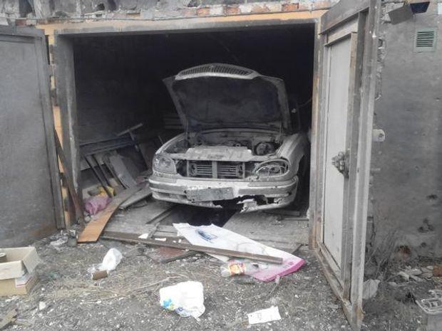 Донецьк, розтрощений гараж