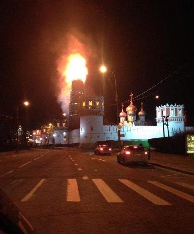 Москва, горить монастир
