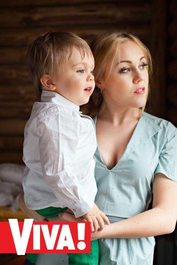 Alyosha вперше показала сина