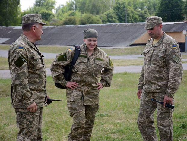 Надія Савченко приїхала на полігон у військовій формі