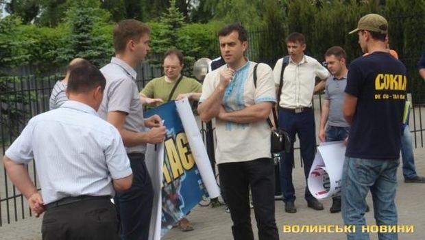 У Луцьку пікетують консульство Польщі