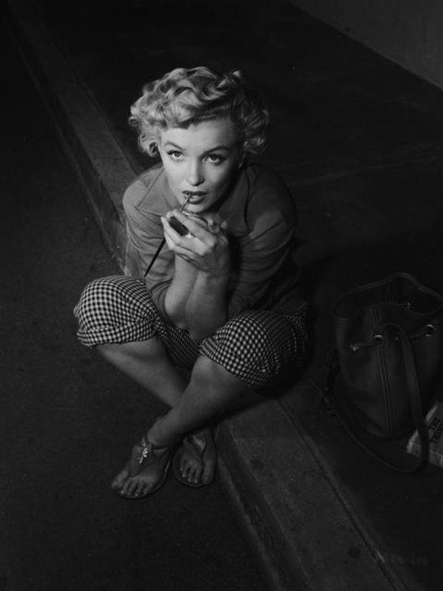 Мерилін Морно робить макіяж, 1952
