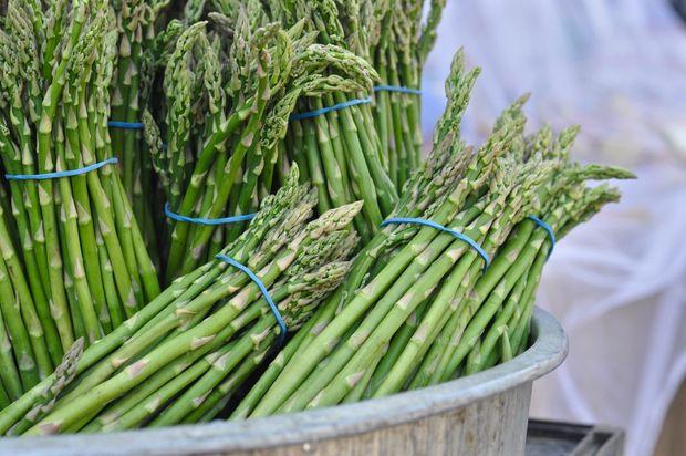 Сезонні продукти червня: спаржа