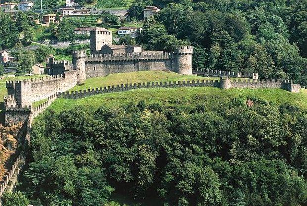 Швейцарія безвіз: замки Беллінцона