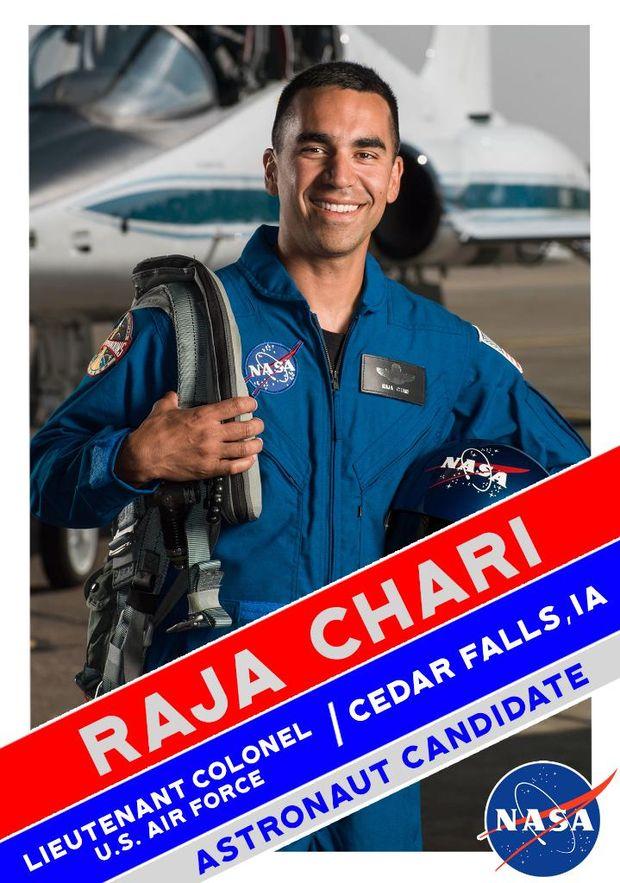 Раджа Чарі у складі групи астронавтів для польоту на  Марс