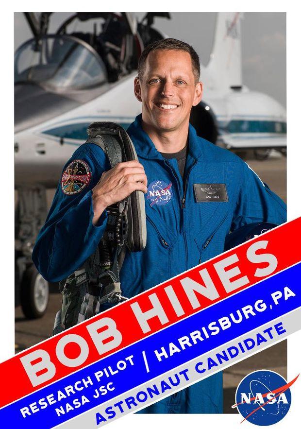 Боб Хайнес у складі групи астронавтів для польоту на Марс
