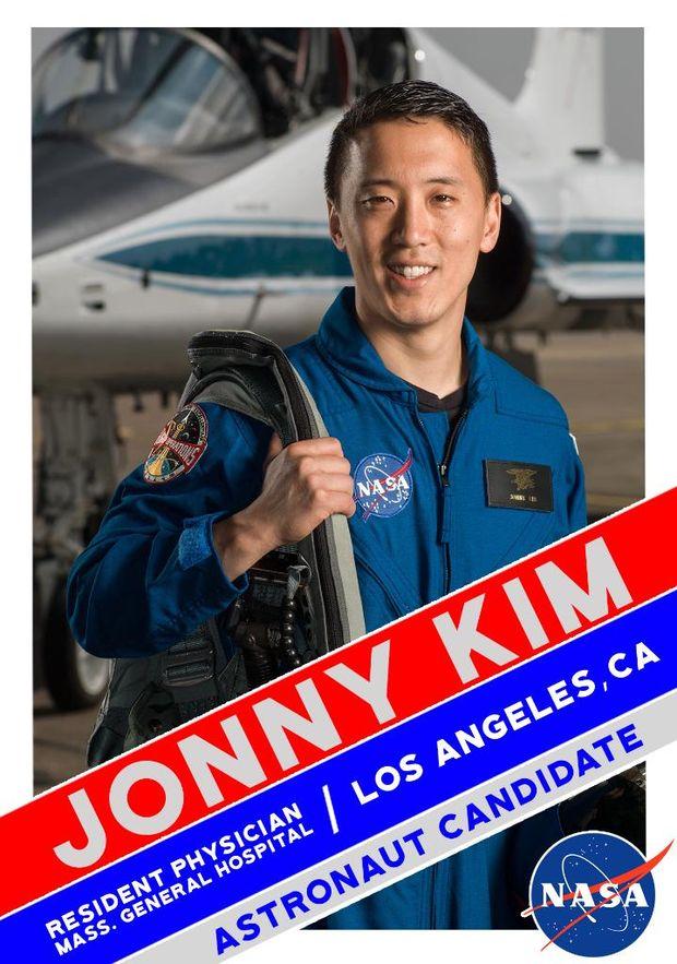 Джонні Кім у складі групи астронавтів для польоту на Марс