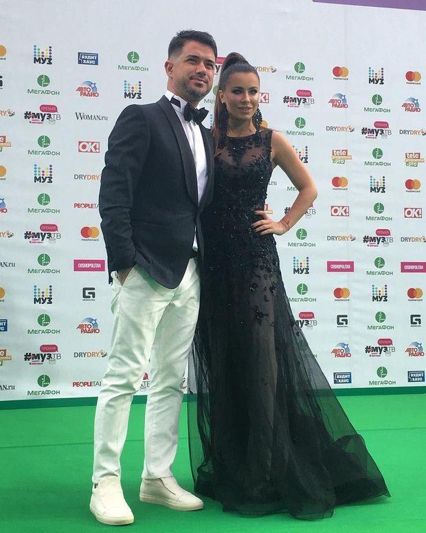 Ані Лорак приїхала на російську премію разом з чоловіком
