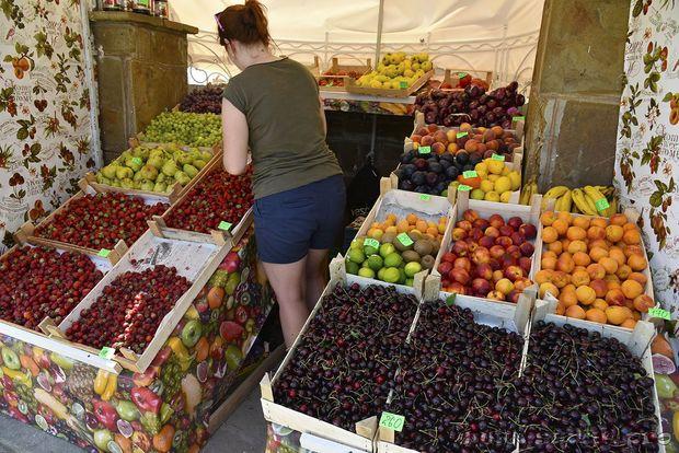 Ціни на фрукти у Криму є дуже високими