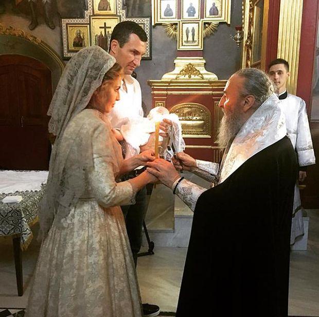 Володимир Кличко разом із Оксаною Марченко стали хрещеними батьками доньки Нестора Шуфрича