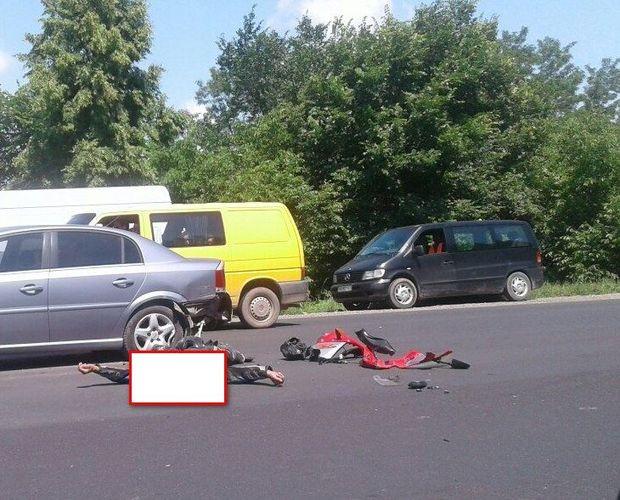 Жахлива аварія наБуковині: мотоцикл зіткнувся злегковиком
