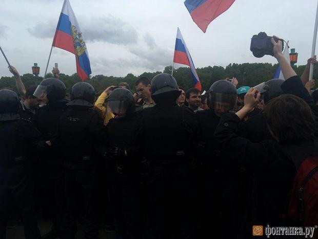 Мітинги в Росії: масові затримання у Петербурзі