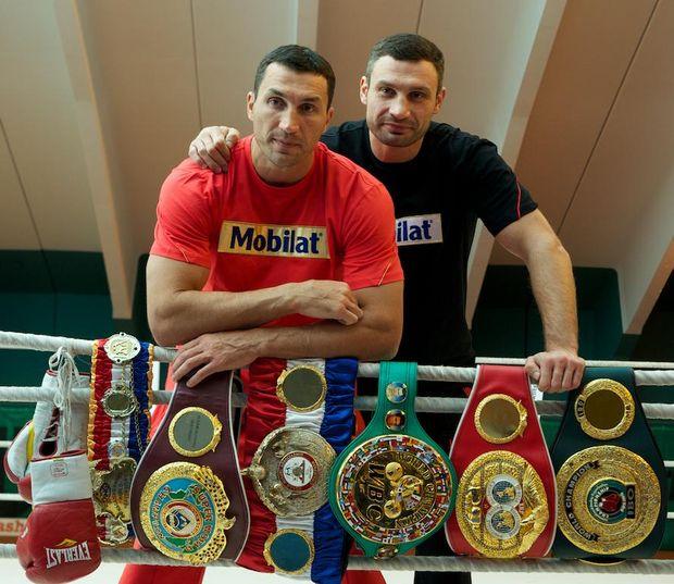 Віталія та Володимира Кличків включать до Міжнародної зали боксерської слави