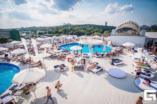 Відкриті басейни Києва ціни: басейн на даху