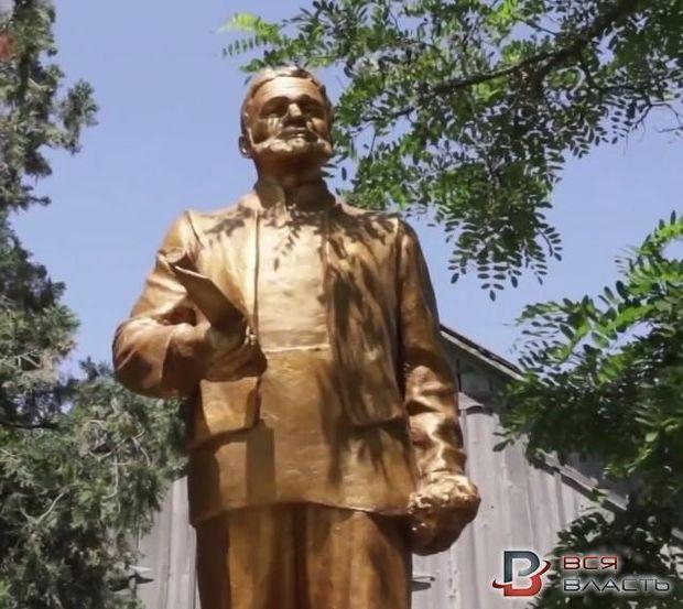 Пам'ятник Леніну перероблено на пам'ятник болгарському переселенцю