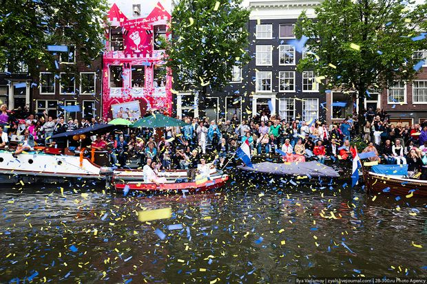 Амстердамський гей-прайд на човнах