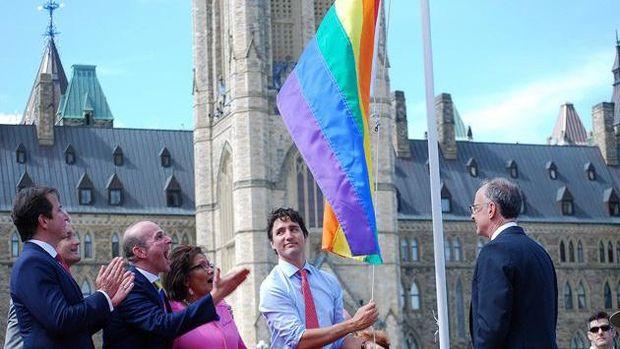 Джастін Трюдо особисто підняв прапор ЛГБТ