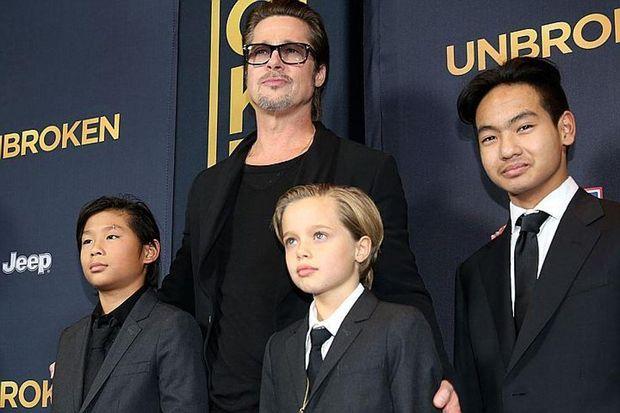Бред Пітт із трьома синами