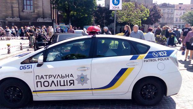 Уцентрі Львова джип Land Cruiser врізався унатовп, є жертви