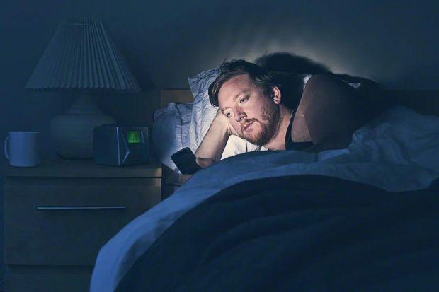 Не користуйтесь смартфоном в ліжку