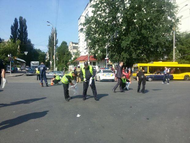 Вибух автомобіля в Києві: на місці працюють криміналісти