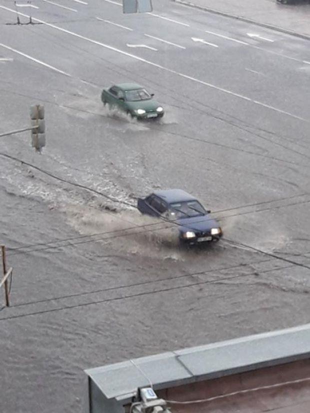 У місті затопило дороги