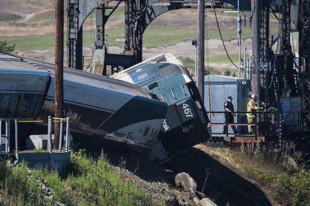 Потяг з 250-ма пасажирами зійшов з рейок у США