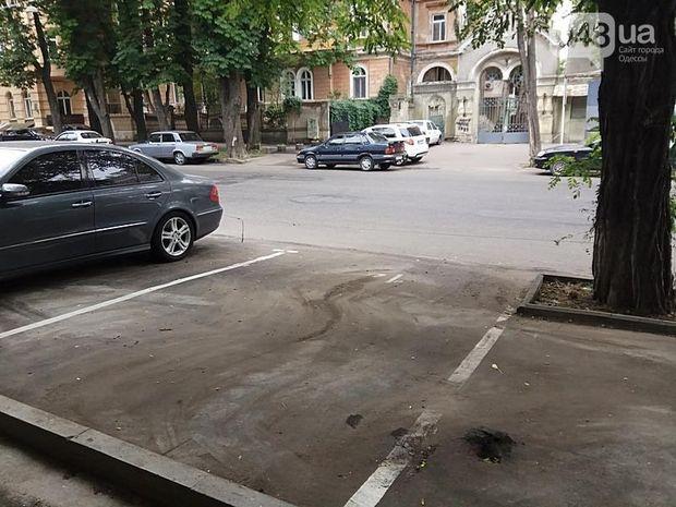Автомобіль екс-депутата підірвали на стоянці