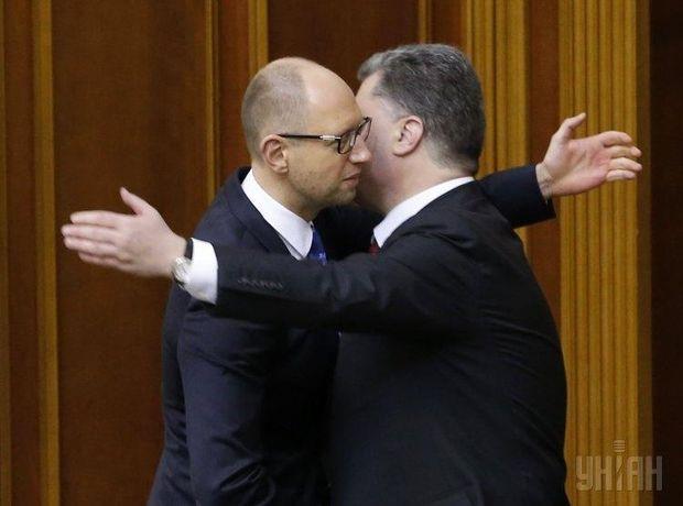День поцілунків: Яценюк і Порошенко