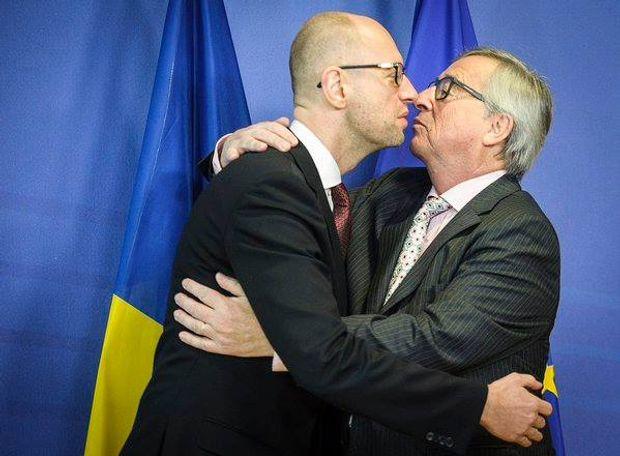 День поцілунку: Яценюк цілує