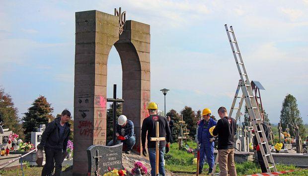 Нищення українських пам'ятників у Польщі