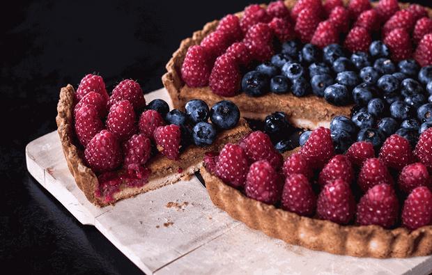 Для тарту можна використовувати будь-які ягоди: полуницю, чорницю тощо