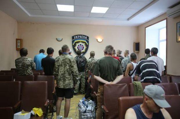 В Києві поліція затримала учасників проплаченого мітингу у формі бійців АТО