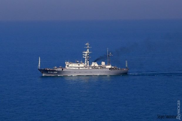 """Російський корабель розвідник """"Приазов'я"""""""