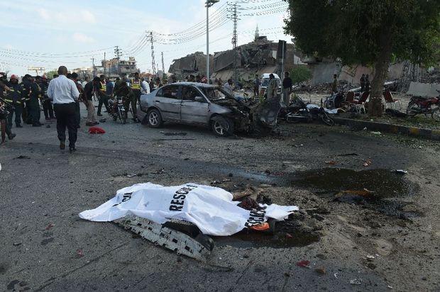 Вибух на сході Пакистану: фото з місця трагедії